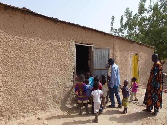 projet 2013 une maternelle pour farabana alad aide au d veloppement au mali. Black Bedroom Furniture Sets. Home Design Ideas
